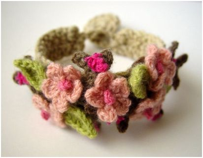 Вязаные украшения с цветами